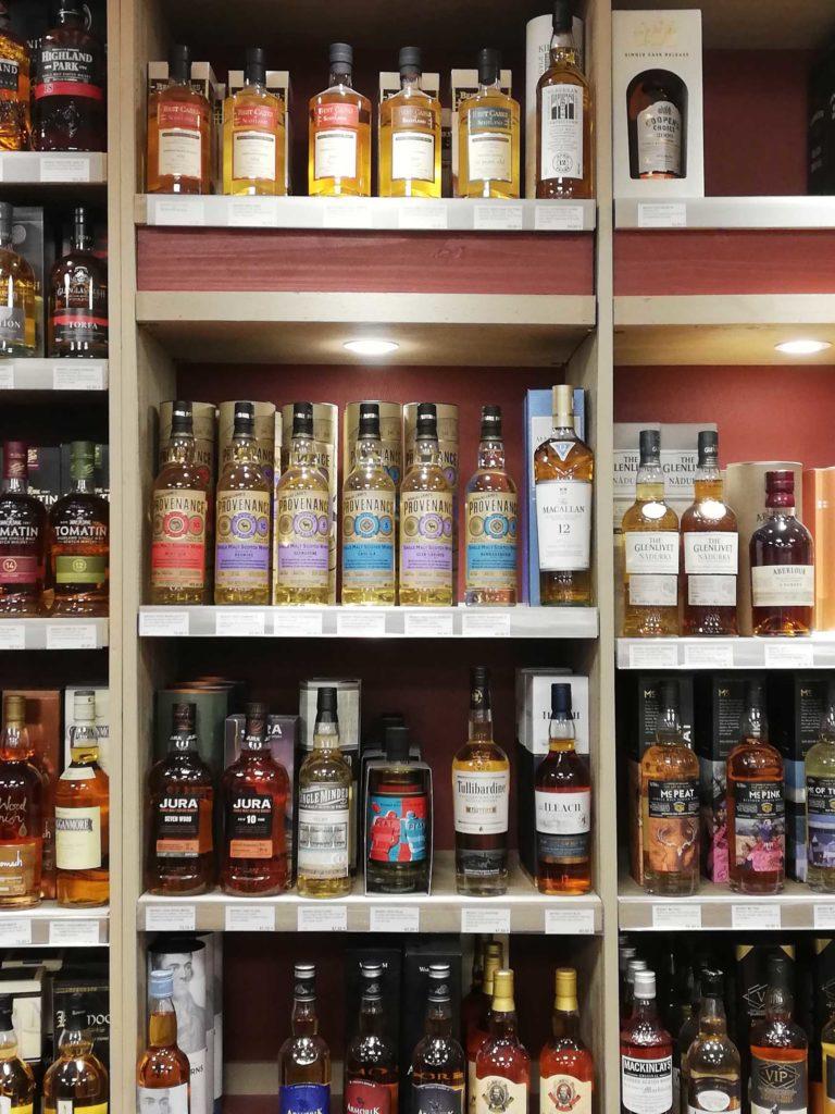 Une-selection-unique-de-whiskies-Caviste-Sommelier-ViniGusto-Lorient-Morbihan